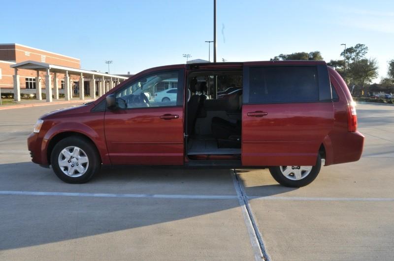 Dodge Grand Caravan 2009 price $3,499