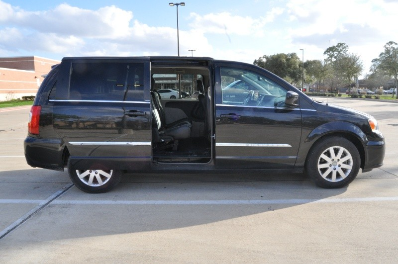 Chrysler Town Country 2013 price $6,495