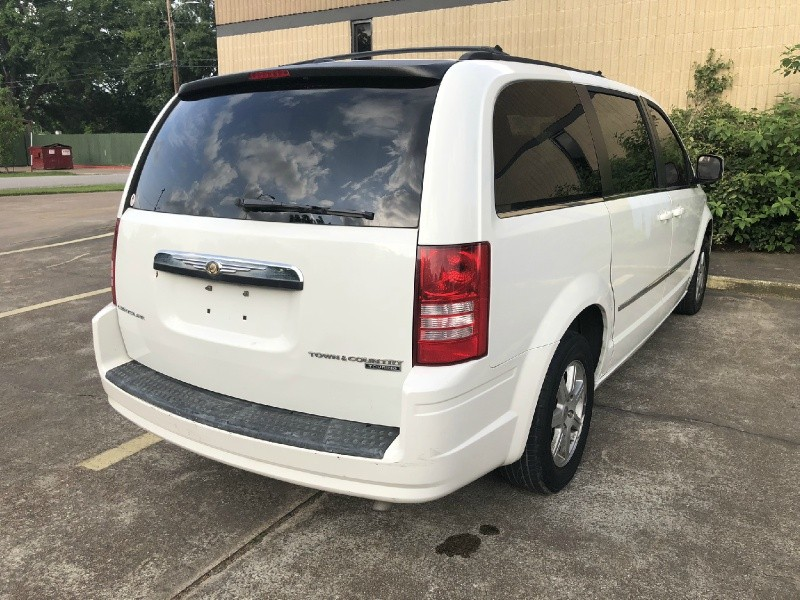 Chrysler Town & Country 2010 price $3,495