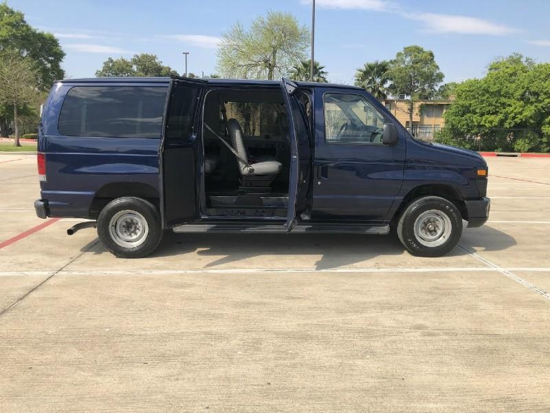 Ford Econoline Wagon 2012 price $8,995