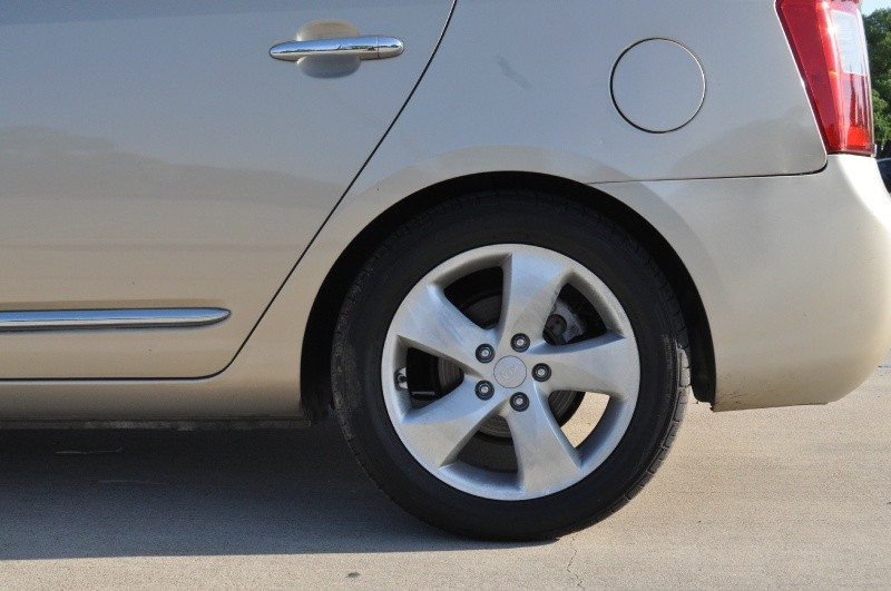 Kia Rondo 2007 price $2,495