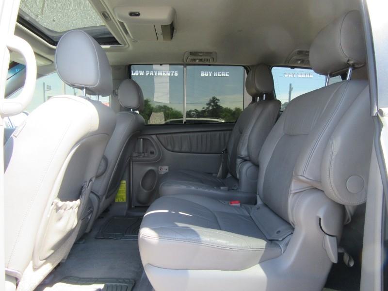 Toyota Sienna 2006 price $899 Down
