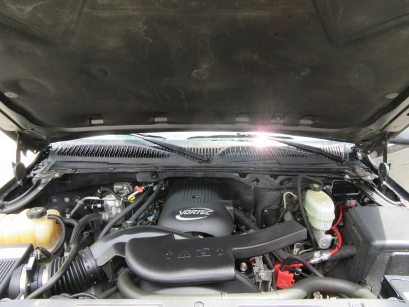 Chevrolet Suburban 2004 price $2,995