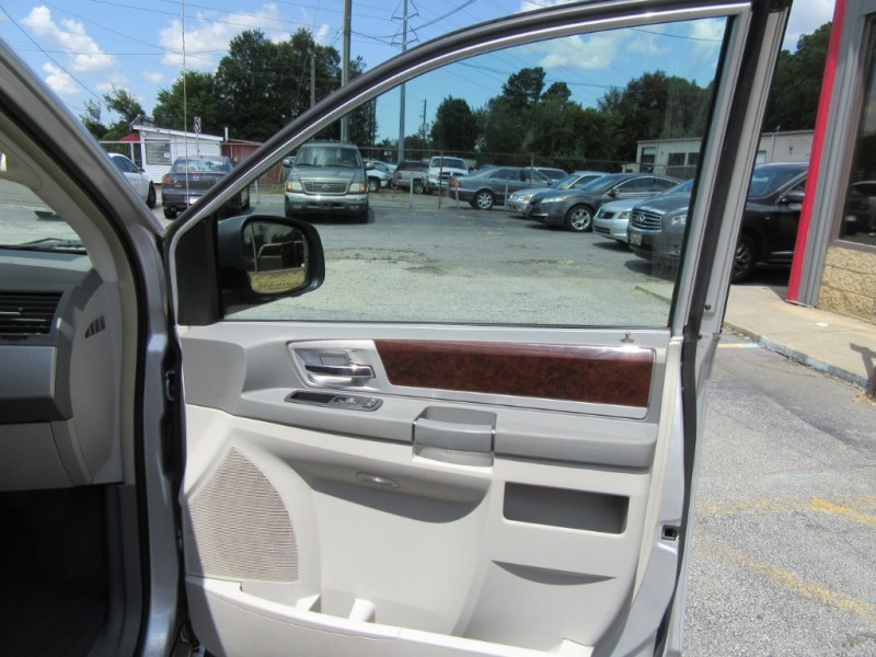 Chrysler Town & Country 2010 price $799 Down