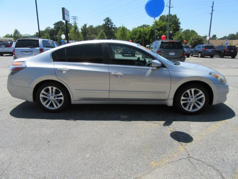 Nissan Altima 2009 price $599 Down