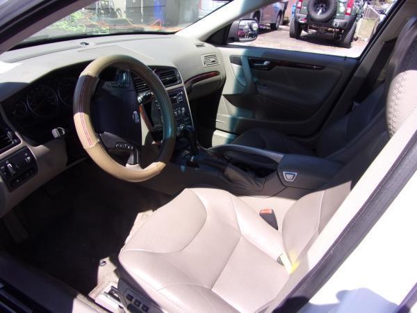 VOLVO XC70 2005 price $3,995