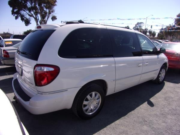 CHRYSLER TOWN amp; COUNTRY 2006 price $2,995