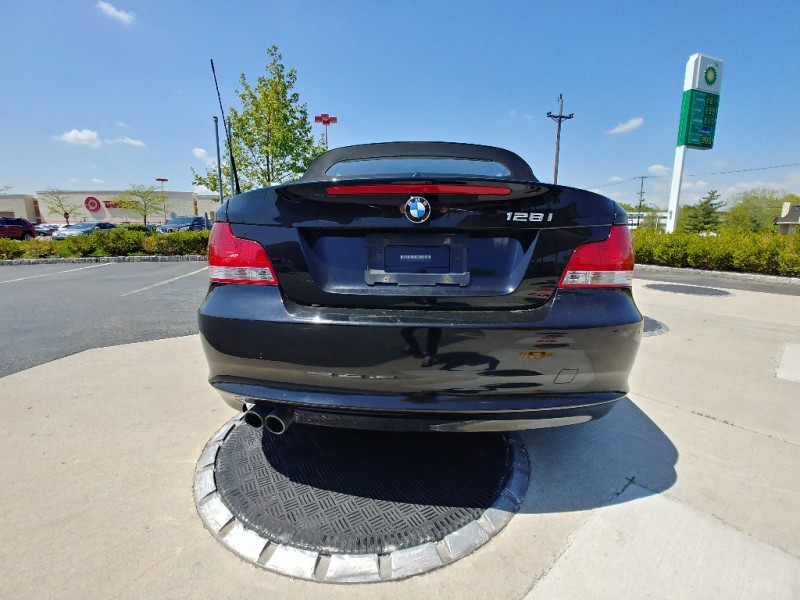 BMW 1-Series 2011 price $1,498