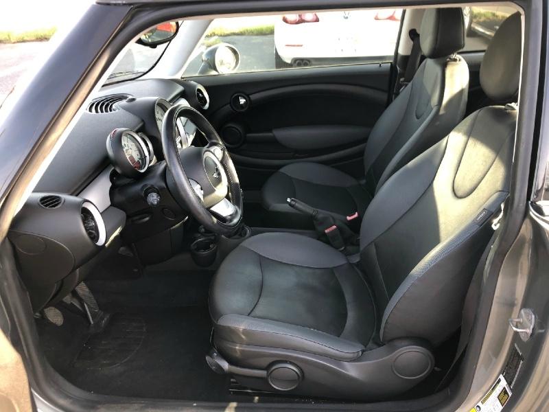 Mini Cooper Hardtop 2010 price $4,800