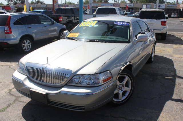 2006 Lincoln Town Car 4dr Sdn Signature Inventory D W Auto Sales