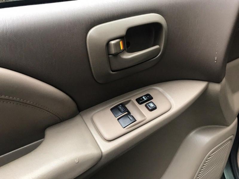 Toyota Sienna 2000 price $3,800