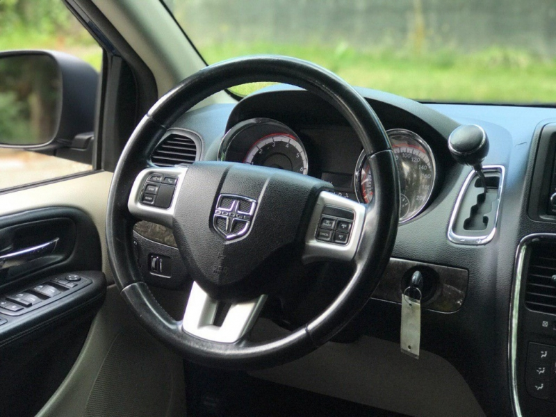 Dodge Grand Caravan 2011 price $8,500