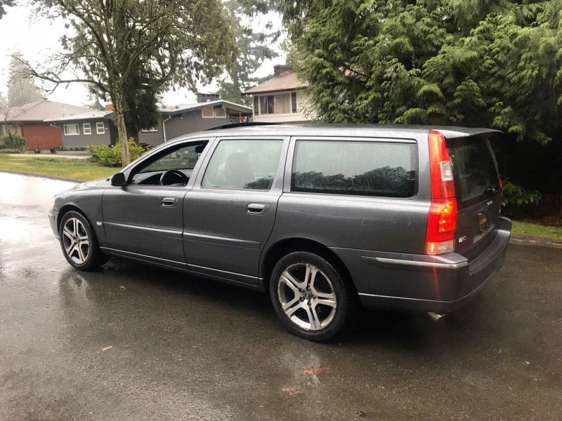 Volvo V70 2006 price $6,800