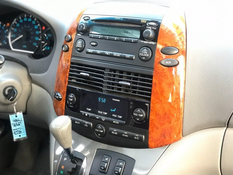 Toyota Sienna 2008 price $11,800