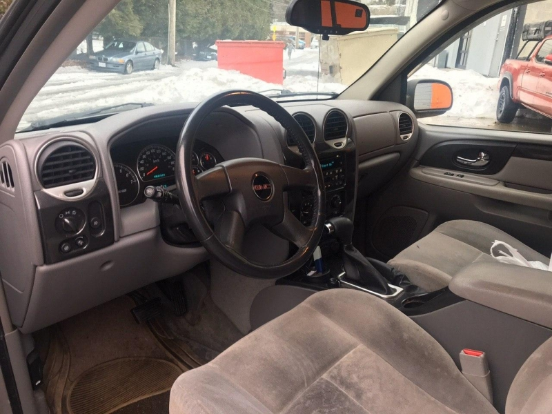 GMC Envoy XL 2005 price $4,500