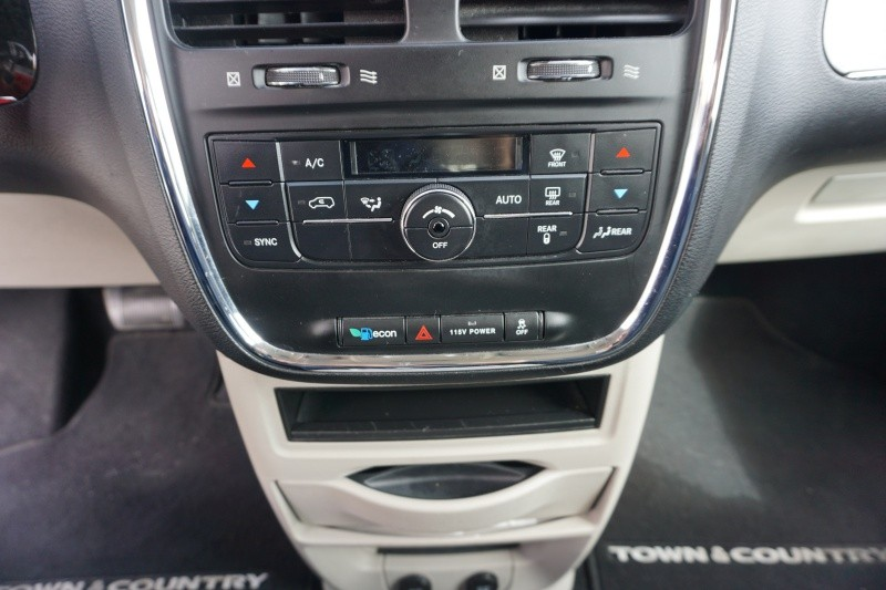 Chrysler Town & Country 2013 price $8,999