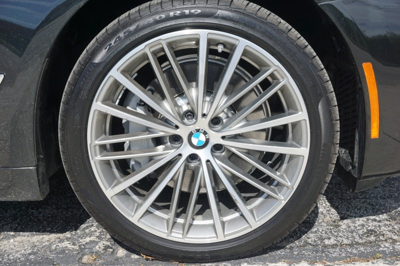 BMW 5-Series 2018 price $36,000