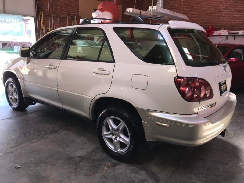 Lexus RX 300 Luxury SUV 1999 price $4,795