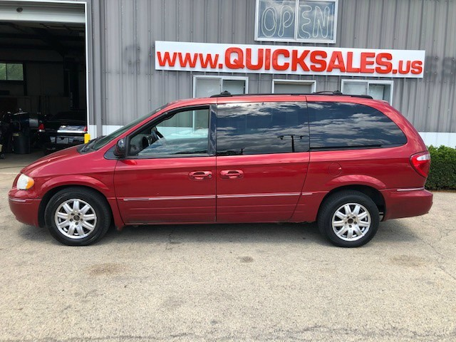 Chrysler Town & Country 2005 price $2,500