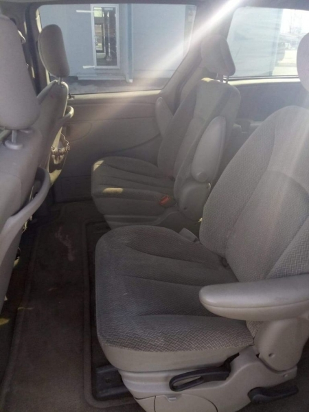 Chrysler Town & Country 2004 price $1,500