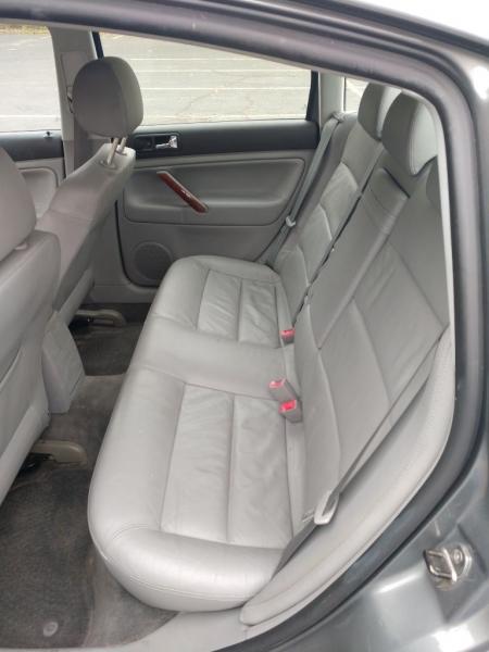Volkswagen Passat 2003 price $1,800