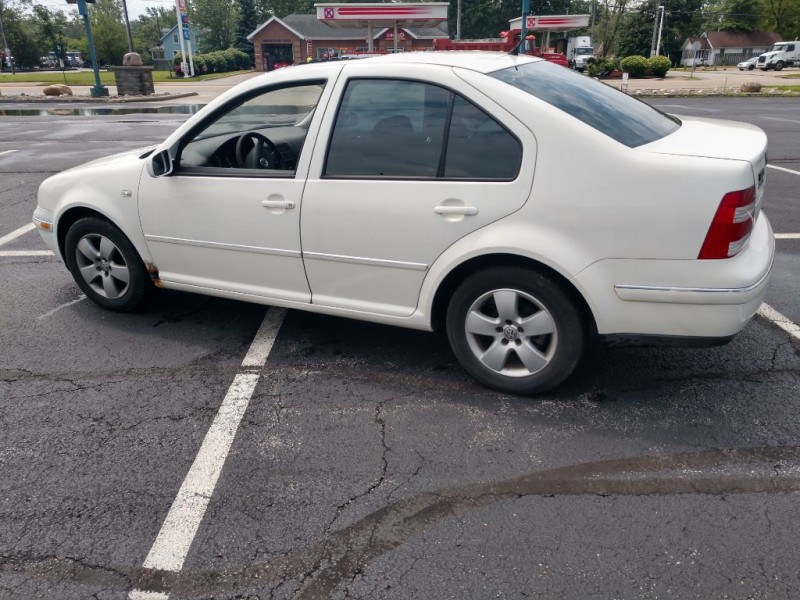 Volkswagen Jetta Sedan 2005 price $2,000