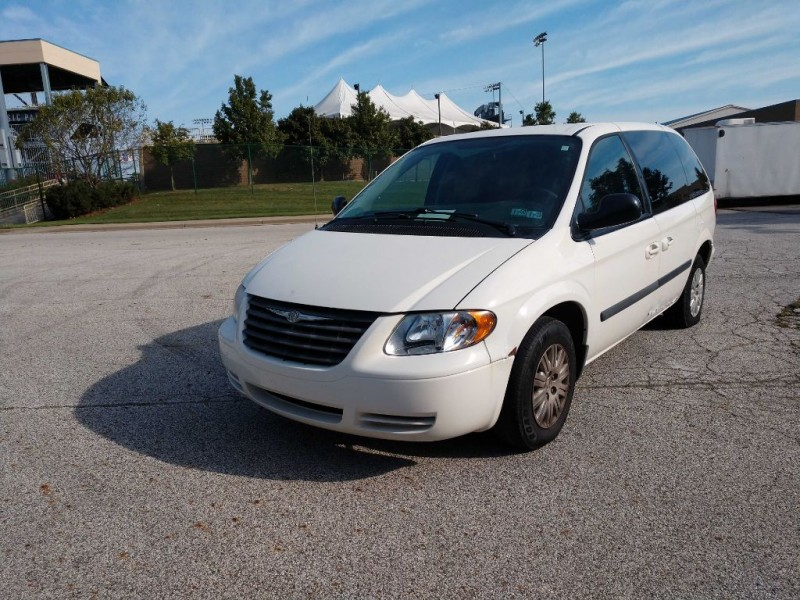Chrysler Town & Country SWB 2007 price $1,995