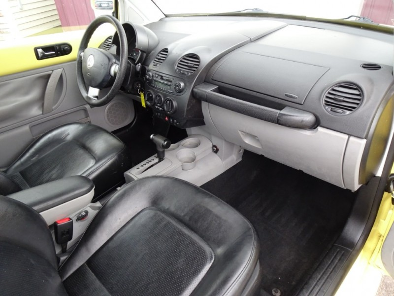 Volkswagen New Beetle 2000 price $2,900