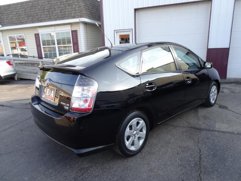Toyota Prius 2005 price $3,995