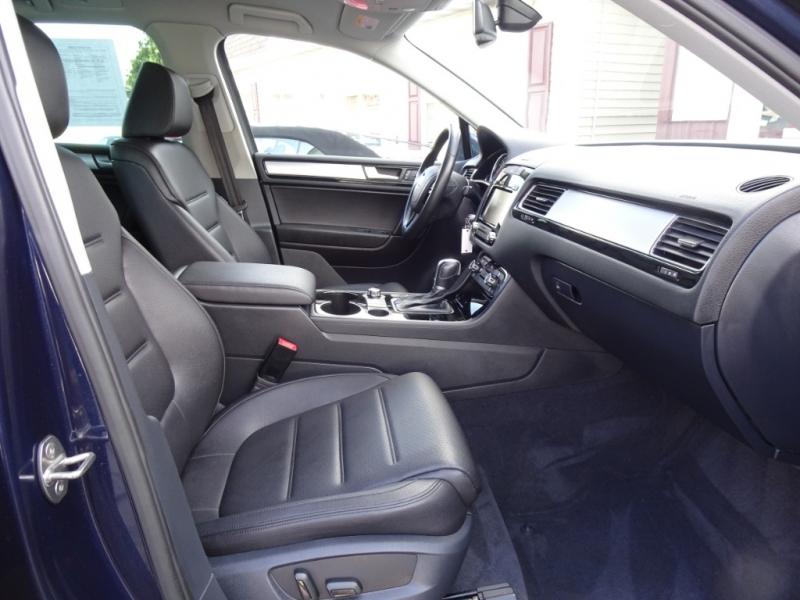 Volkswagen Touareg 2012 price $17,995