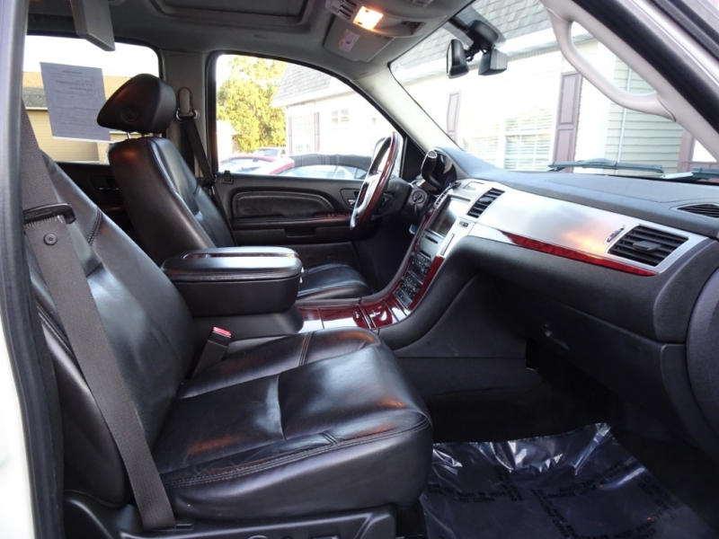 Cadillac Escalade 2007 price $11,995