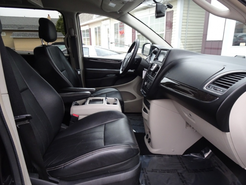 Chrysler Town & Country 2011 price $8,995