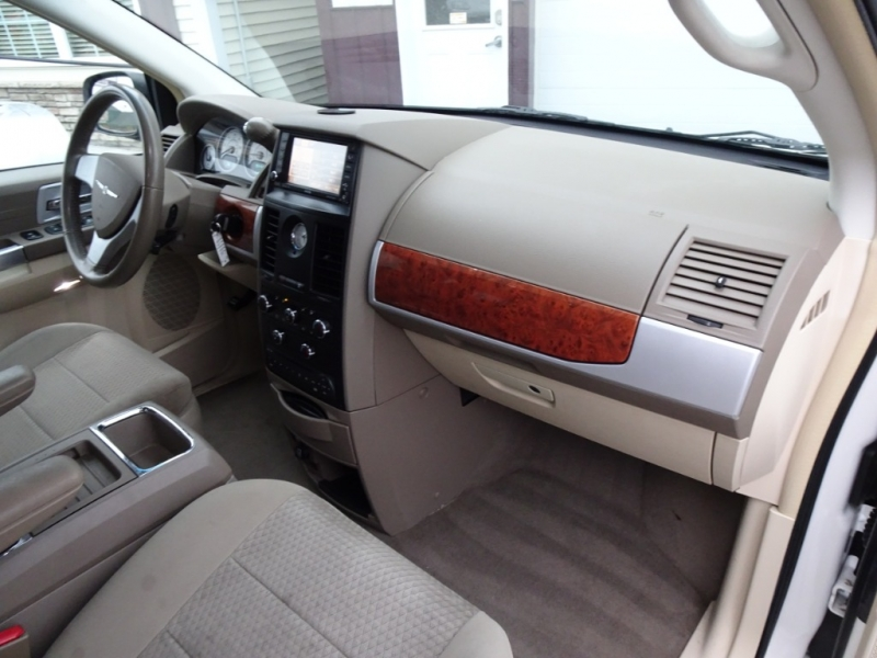 Chrysler Town & Country 2008 price $3,500