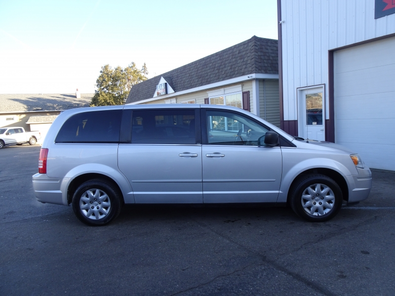 Chrysler Town & Country 2009 price
