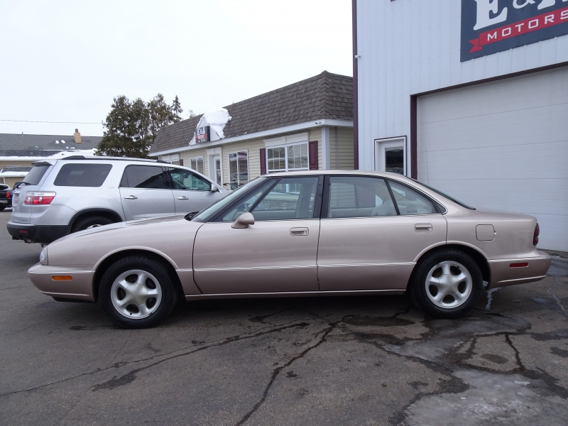 Oldsmobile 88 1999 price $2,995