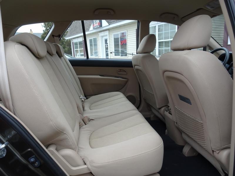 Kia Rondo 2009 price $4,500