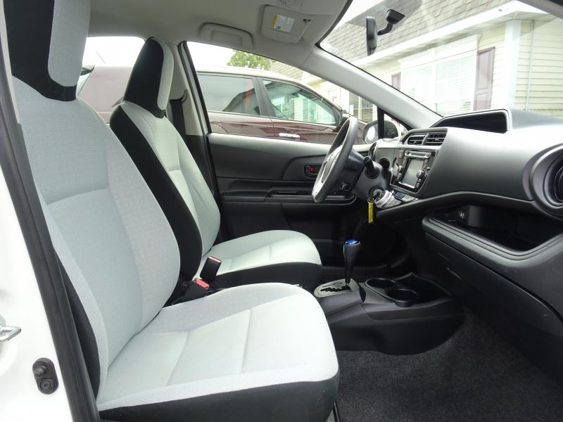 Toyota Prius c 2015 price $11,900