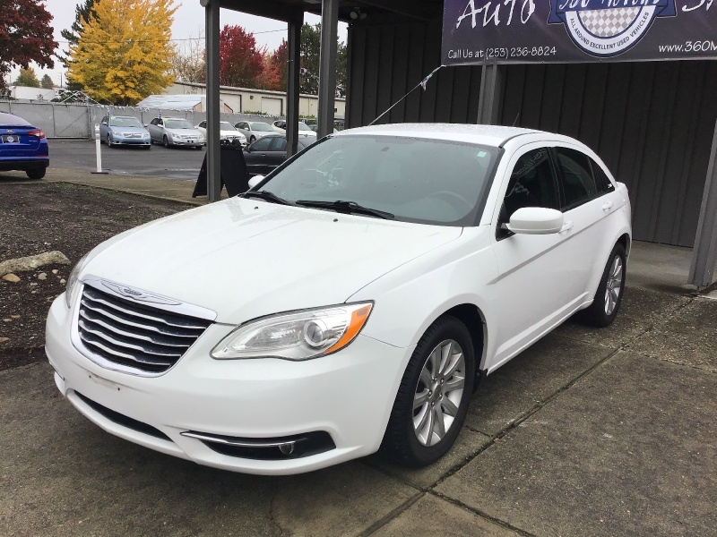 Chrysler 200 2013 price $8,299