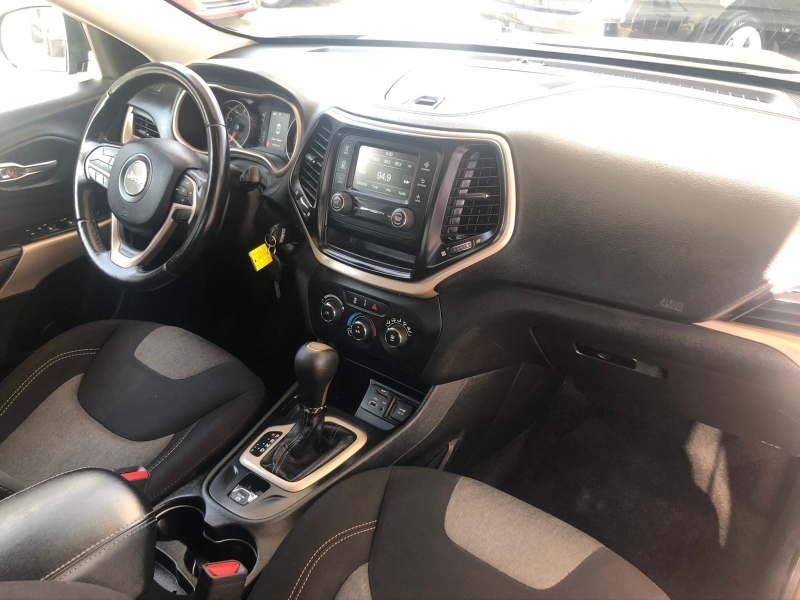 Jeep Cherokee 2018 price $15,995