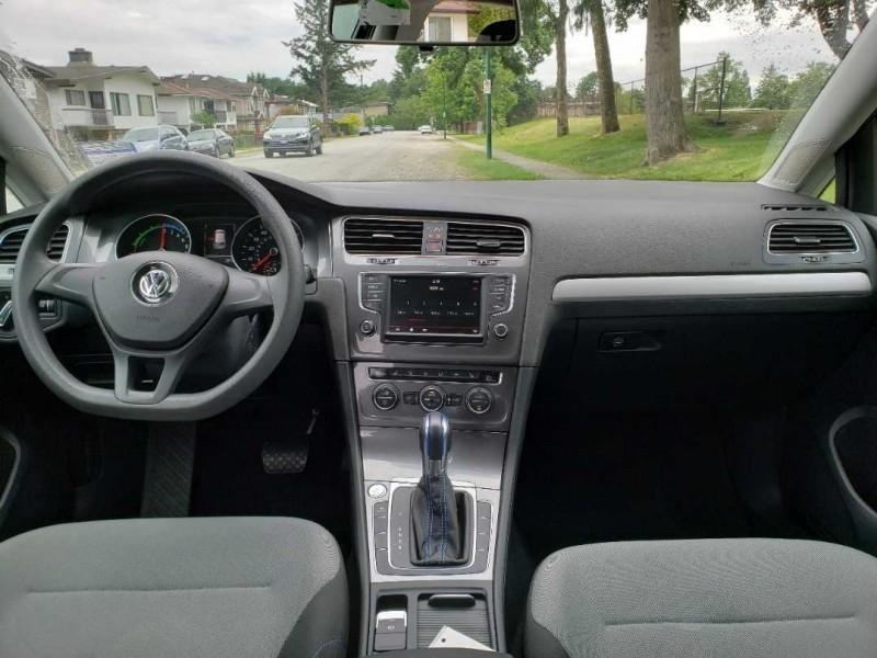 Volkswagen e-Golf 2016 price $26,788