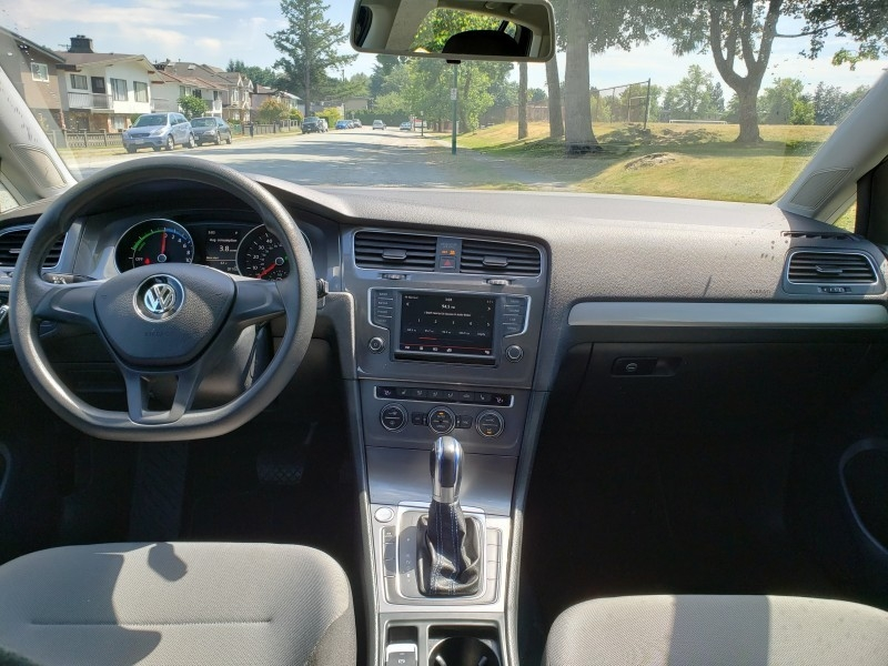 Volkswagen e-Golf 2016 price $21,999