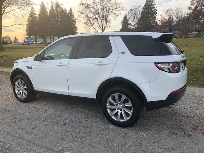 Land Rover Discovery Sport 2018 price $35,999