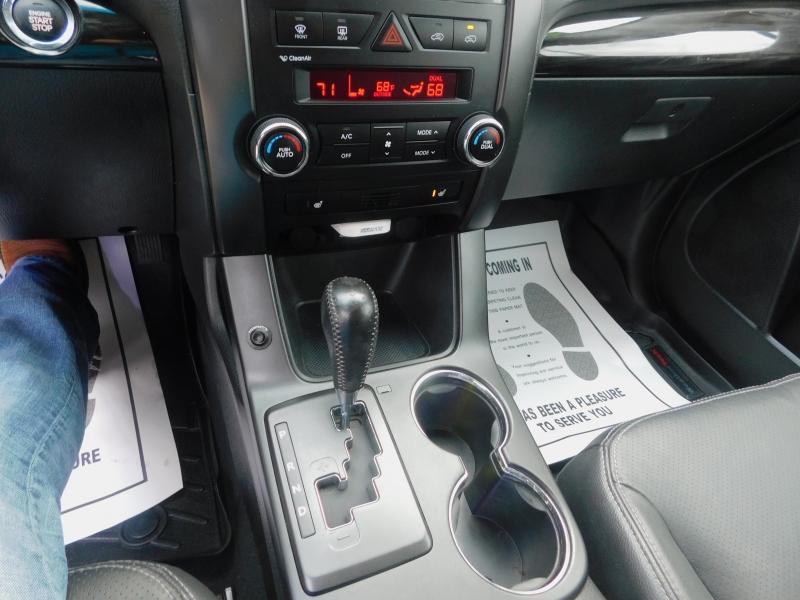 Kia Sorento 2011 price $8,500