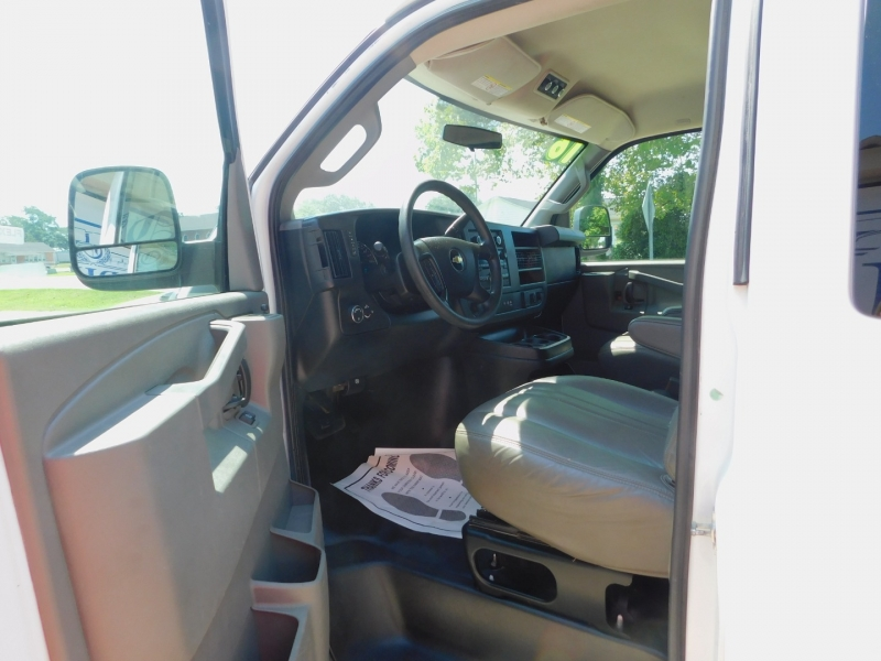 Chevrolet Express Passenger 2016 price $17,300