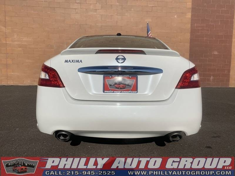 Nissan Maxima 2011 price Negotiable