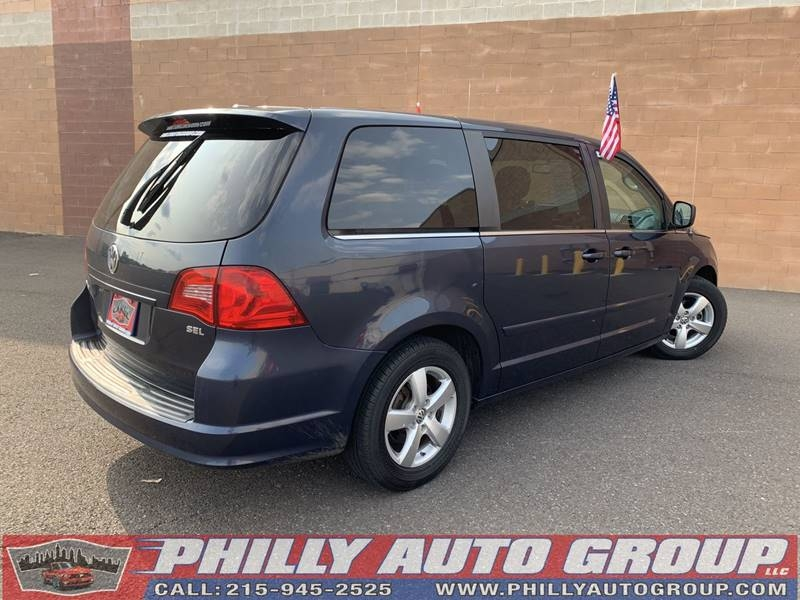 Volkswagen Routan 2009 price $8,593