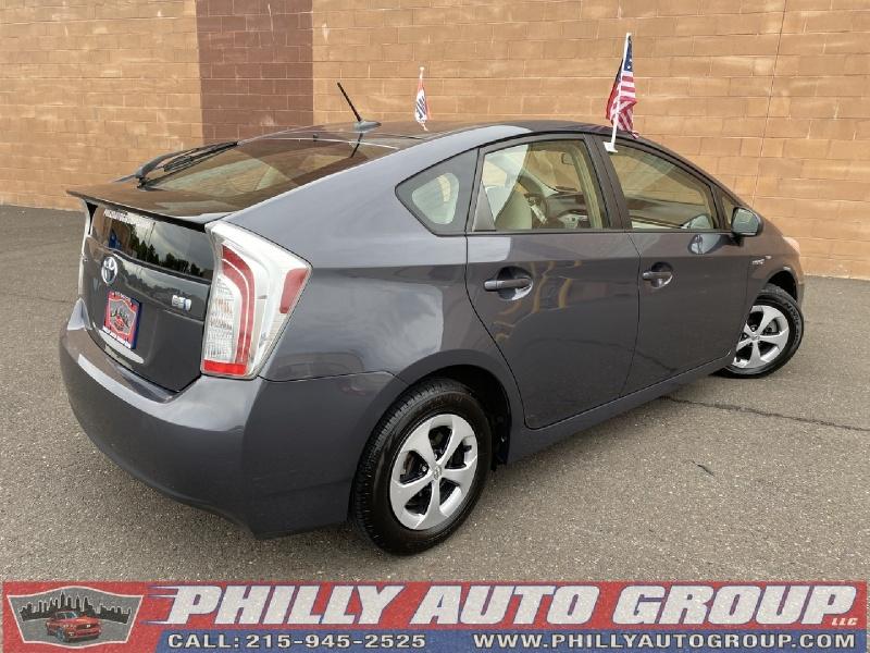 Toyota Prius 2013 price $11,885