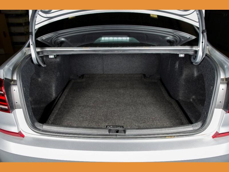Volkswagen Passat 2018 price $16,550