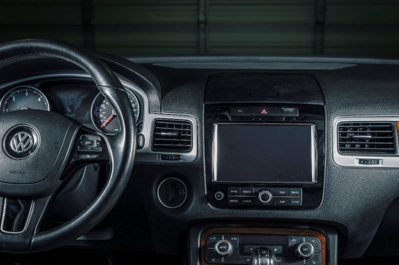 Volkswagen Touareg 2012 price $13,950