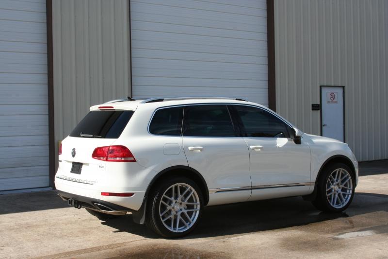 Volkswagen Touareg 2011 price $15,950